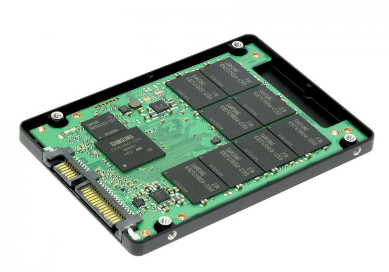 HDD vs SSD: Interno di un disco SSD